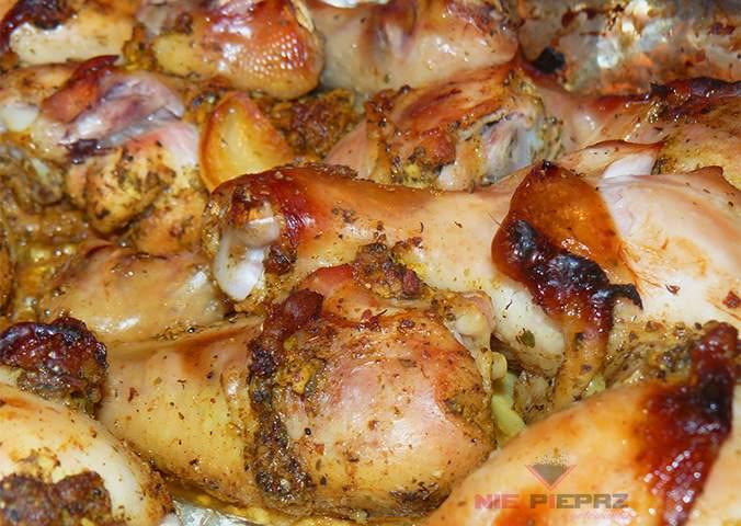 soczyste pałki z kurczaka, pieczone w piekarniku