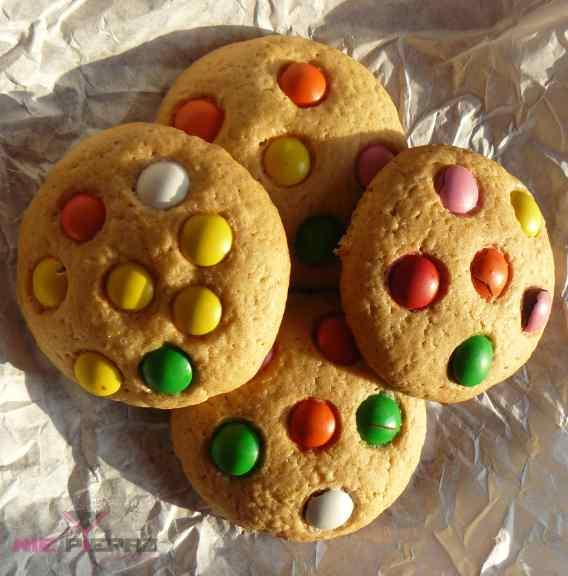 kolorowe ciasteczka z cukierkami