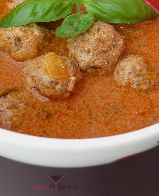 zupa pomidorowa z pulpecikami mięsnymi